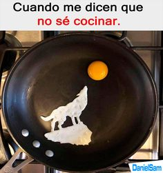 Are you sick about ordinary eggs? This artist makes different things from fried eggs. From lovers to star wars characters, he can create anything from even eggs, even illustrations of famous paintings. Art D'oeuf, Funny Images, Funny Pictures, Funny Pics, Comic Pictures, Videos Funny, Happy New Year 2018, Egg Art, Funny Memes