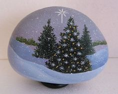 Gorgeous 54 Easy DIY Christmas Craft Painted Rock Ideas https://roomadness.com/2017/11/25/54-easy-diy-christmas-painted-rock-ideas/