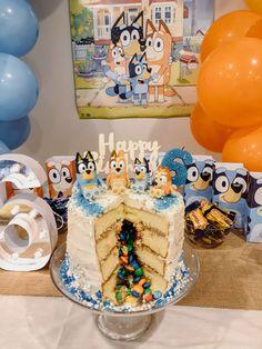 4th Birthday Cakes, Birthday Ideas, Backyard Birthday Parties, Cake Hacks, Surprise Cake, Abc For Kids, My Dessert, Diy Cake, Themed Cakes