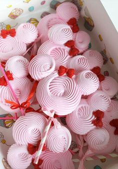 candybar – Desserts World Meringue Cookie Recipe, Meringue Desserts, Cookie Icing, Party Sweets, Party Desserts, Party Cakes, Festa Mickey Baby, Minnie, Valentine Theme