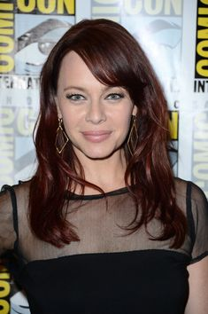 Melinda Clarke's Side Parted Bangs - Haute Hairstyles for Women Over 40 - Photos
