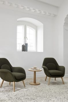 Swoon Lounge Petit with a solid wood base put together with Pon Table by Jasper Morrison. A cosy lounge area ideal for hotel lobbies and suites, bar lounge areas, private homes or any corporate HQ. Cosy Lounge, Bar Lounge, Lounge Areas, Space Copenhagen, Wood Surface, Hotel Lobby, Solid Wood, The Originals, Chair