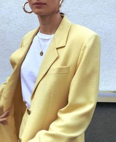 Pastel yellow blazer, white t-shirt, creole earrings # blazer # creole … – corporate style Mode Outfits, Fashion Outfits, Fashion Trends, Blazer Fashion, Looks Style, Style Me, Look Fashion, Winter Fashion, Ski Fashion