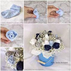 Arreglo floral ideal para regalar en baby shower con ¡calcetines!