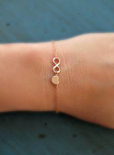 Dies ist eine schöne und einfache Rose Gold Infinity und Herz auf eine zarte Rosa gefüllte Goldkette! Also hübsch also einfach, aber