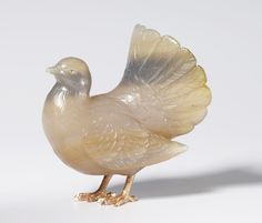 Fabergé dove, circa 1908. Chalcedony, with rose diamond eyes and gold feet.