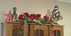 A cozinha também pode entrar no clima do Natal. Mini árvore decorada com forminhas de empada.