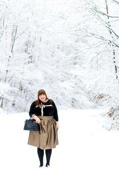Goldener Rock & Schleifchenpulli Plus Size Outfit für Weihnachten, Silvester und Co {#naehdirwas Happy Sew Year!} Thing 1, Curvy Fashion, Plus Size Outfits, Raincoat, Motto, Winter Jackets, Nude, Sewing, Clothes