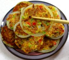 Egg and Tuna in Onion Ring K Food, Food Menu, Korean Dishes, Korean Food, Guacamole Recipe, Diy Kitchen Island, Recipe Collection, Food Inspiration, Food And Drink