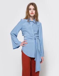 From C/MEO COLLECTIVE, a lightweight shirt in Slate. Features a pointed collar, concealed full button front placket, bell sleeves, open back design, waist tie, round hem and a relaxed fit.  • Shirt in Slate • Pointed collar • Concealed full button fro
