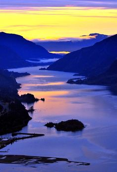 Columbia River Gorge near Hood River, Oregon ~ Oregon to the left/Washington to the right ~ Photo by Adam Lapierre