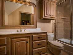 Tones of brown and caramel - #interiordesign #bathroom