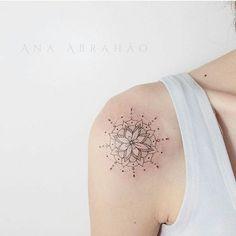Sigam: Artista @abrahaoana  #tattoo #tattoos #tatuagem #tatuagens #bodyart #tattooed #inked #ink #instatattoo #instatattoos #newtattoo #arte #art #artist #tattooartist #amazing #instaart #body #besttattoos #tattoosincriveis #inspirationstattoo #amazingtattoos #electricink #pequenas #delicadas #tinytattoos #smalltattoos #minimalist #minimalista