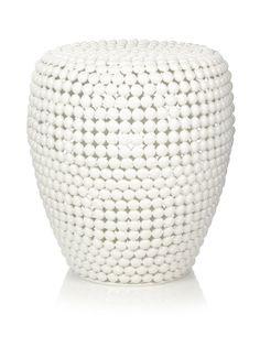 Deze ijzeren kruk Dot Stool van Pols Potten is opgebouwd uit ijzeren bolletjes. Deze blikvanger is alleen geschikt voor gebruik binnenshuis. De witte kleur is een coating.