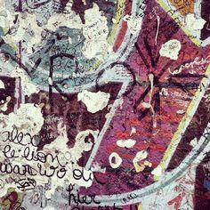 Fragment #berlinermauer #berlinstories #blastfromthepast  #preinstaera Photoshooting Berlin © elafini