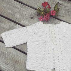 Veras viftecardigan Huebsch hækling Crocheted cardigan baby girl Sandnes alpaka silk