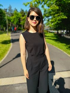Simple, clasic and efortless. Cocktail Outfit, Summer Cocktails, Divas, Classy, My Style, Womens Fashion, Outfits, Black, Simple