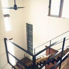 Akiraさんの、照明,アンティーク,階段,ハンドメイド,DIY,吹抜け,北欧,ビンテージ,シーリングファン,ウォールナット,無垢の床,インダストリアル,新築,ヴィンテージ,塗り壁,塗壁,男前,吹き抜けリビング,エジソン電球,鉄骨階段,エジソンバルブ,ブラインド 木製,のお部屋写真