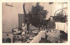 Foto Weihnachten 1941,Gabentisch,Puppen,Puppenwagen,Plüschtiere,Ski,Puppenmöbel | eBay