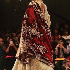 Pinterest: @pawank90 Pakistani Wedding Dresses, Pakistani Outfits, Indian Outfits, Simple Dresses, Beautiful Dresses, Bridle Dress, Desi Clothes, Indian Attire, Bridal Outfits