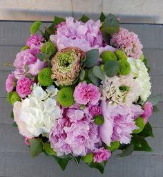 Caja con flores #moonflowerartefloral #cajaconflores #flores