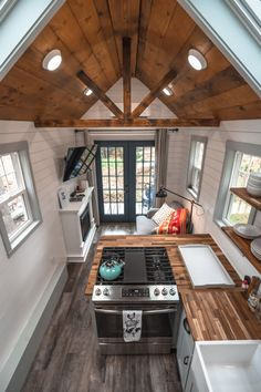 The Green Mountain Tiny House in Vermont Is Your Chance to Experience Tiny Living Tiny Houses For Rent, Tiny House On Wheels, Tiny House Living, Home And Living, Tiny House Rentals, Tiny House Nation, Cute Cottage, Tiny House Bathroom, Tiny House Movement