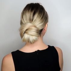 bun hairstyles How easy is to copy this chic and classic wedding bun hairstyle? Get inspired with amazing bridal hairstyle ideas for your wedding day. Bun Hairstyles For Long Hair, Braided Hairstyles, Hairstyle Ideas, Easy Updos For Long Hair, Casual Hairstyles, Hair Updo, Latest Hairstyles, Medium Hair Styles, Curly Hair Styles