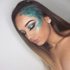 Festival makeup ✨ mermaid makeup ✨ mermaid look ✨ festival look ✨ festival glitter ✨ cosmetic glitter ✨ face glitter ✨ blue makeup ✨blue eye makeup ✨