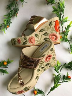 33 Japanese Sandals That Will Make You Look Cool - Shoes Vol Style Pretty Shoes, Cute Shoes, Hyderabad, Wedges Online, Indian Shoes, Bridal Sandals, Bridal Shoe, Shoe Wardrobe, Leather Wedges