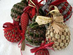 Beautiful Hand made Christmas decorations   http://creativehandmadecollectionsdarion.blogspot.com