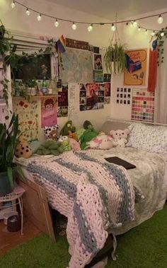 Indie Bedroom, Indie Room Decor, Cute Room Decor, Teen Bedroom, Bedrooms, Indie Dorm Room, Room Ideas Bedroom, Bedroom Decor, Bedroom Inspo