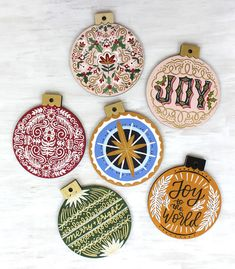 Hand Painted Folk Art Floral Lettering Gold Wood Christmas Ornaments with Acrylic Paint On the Mark Designs ceramicpainting Retro Christmas Decorations, Gold Christmas Ornaments, Christmas Wood, Christmas Design, Christmas Projects, Holiday Crafts, Vintage Christmas, Hand Painted Ornaments, Wood Ornaments