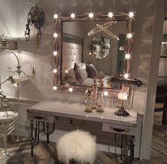 😻 Get inspo for your beauty room, link in bio! - 😻 Get inspo for your beauty room, link in bio! Sala Glam, Vanity Room, Diy Vanity, Vanity Ideas, Mirror Vanity, Vanity Set, Silver Vanity, Black Vanity, Vanity Tray