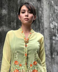 Beautiful Hijab, Beautiful Asian Girls, Beautiful Women, Javanese, Foto Instagram, Muslim Fashion, Kebaya, Asian Beauty, Celebrity