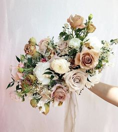 I'm such a lover of big fluffy romantic bouquets like this beauty by @lavendersflowers just love those dusty blush & peachy tones