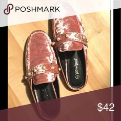 Gorgeous velvet pearl mules, comfy var sz nib Gorgeous velvet pearl mules, comfy var sz nib. Soft insole. High quality. I love these. They are true to size. Beautiful pink velvet. Shoes Mules & Clogs