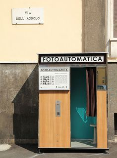 Photobooth Location : Via dell'Agnolo (Florence, ITA) Photo Booth Machine, Vending Machines In Japan, 1970s Aesthetic, Joker Art, Old Cameras, Signage Design, Florence Italy, Art Model, Street Photo