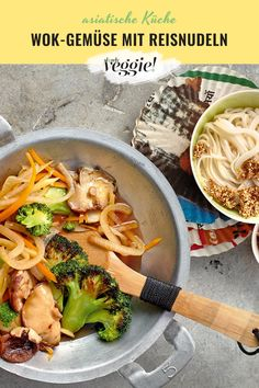 Isn't there a quick Asian recipe? Crunchy fresh wok vegetables combined with rice noodles – that's not only healthy and vegan, but also quick to prepare! Vietnamese Recipes, Asian Recipes, Ethnic Recipes, Fresco, Gerd Diet, Rice Recipes For Dinner, Rice Noodles, Asian Noodles, Baking Supplies