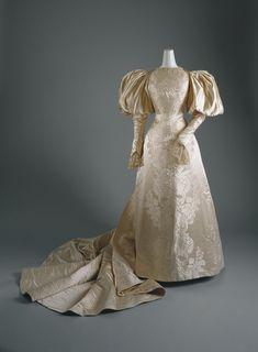 House of Worth: Wedding dress (C.I.41.14.1) | Heilbrunn Timeline of Art History | The Metropolitan Museum of Art