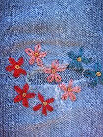 - Gumbo Lily: Mending li'l jeans… Source by - Sewing Stitches, Hand Embroidery Stitches, Embroidery Patterns, Sewing Patterns, Beginner Embroidery, Broderie Simple, Diy Broderie, Jean Bordado, Broderie Anglaise Fabric