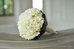 Brautstrauss in creme mit Perlen