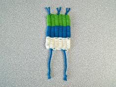 Lustige Figuren mit Kindern weben - mit Strohhalmen - Fantasiewerk Yarn Crafts, Diy And Crafts, Bugaboo, Textiles, Bunt, Friendship Bracelets, Projects To Try, Kids, Children