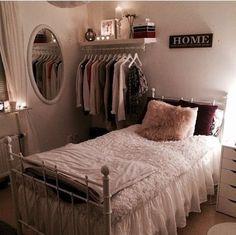 Cute and organized - dorm decor! #makeuporganizationdiyhanging