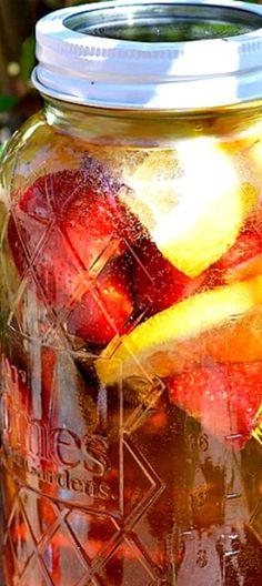 Strawberry Lemonade Sun Tea Recipe - A naturally fruit flavored tea that tastes like homemade Snapple! ❊