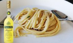 Ben je gek zijn op heerlijke Italiaanse drankje limoncello? Dan moet je zeker eens deze pasta met limoncello-kaassaus proberen! Couscous, Limoncello, Linguine, Pasta Recipes, Risotto, Cheddar, Spaghetti, Curry, Food And Drink