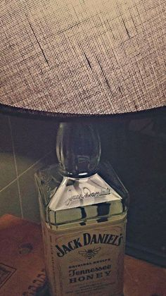 Inspirations and how-to's. Click and share! Recycled Bottle Crafts, Honey Bottles, Jack Daniels Bottle, Tennessee Honey, Diy Shows, Pinterest Crafts, Fun Hobbies, Bottle Lights, Lamp Shades
