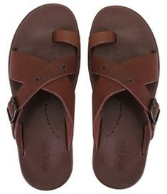 Leather Slippers For Men, Casual Leather Shoes, Brown Leather Sandals, Mens Slippers, Leather Men, King Shoes, Shoe Boots, Shoes Sandals, Mens Boots Fashion