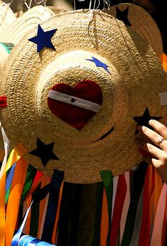 Chapéu de fitas  by Yasmin Minsay. #Brasil
