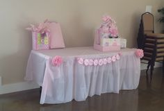 BABY SHOWER -gift table