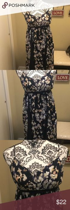 Women's Simply Vera Vera Wang Dress 💐Spring is Coming soon! 💐Gently used condition- Like New! Navy blue with floral print dress. Adjustable l Spaghetti straps, elastic waist band. Size PM. Original Price $68 Simply Vera Vera Wang Dresses Midi
